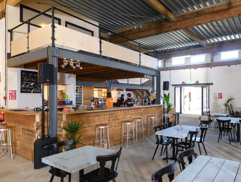 circulaire transformatie bedrijfshal tot boulderhal Bossche Boulders bar en balkon