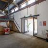 trap van hergebruikte balken uit de dakconstructie